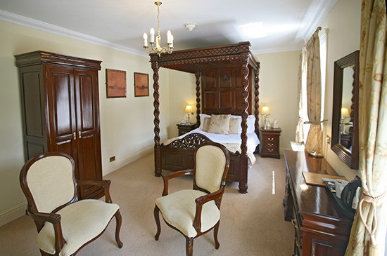 four-poster-room-3